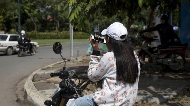 Arabia Saudita autoriza a mujeres a conducir motos y camiones en 2018