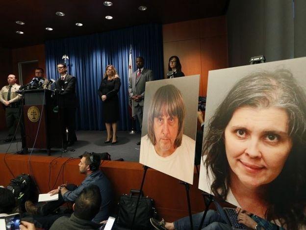 Autoridades presentan 38 cargos contra la pareja que secuestró a sus 13 hijos