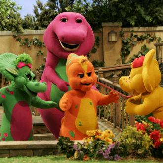 'Barney' antes te enseñaba las vocales, ¡y ahora te habla de sexo!