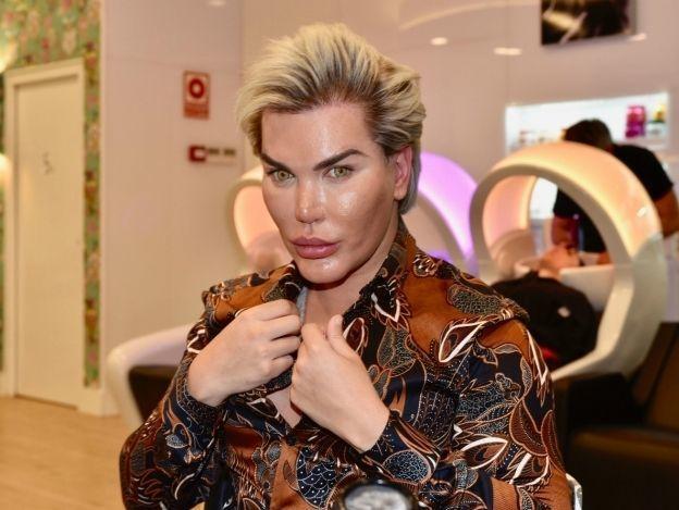 Así era el rostro del Ken humano antes de sus 160 cirugías