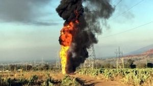 Toma clandestina provoca explosión en ducto de Pemex