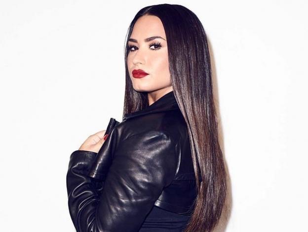 Demi Lovato enseña sus atributos en lencería