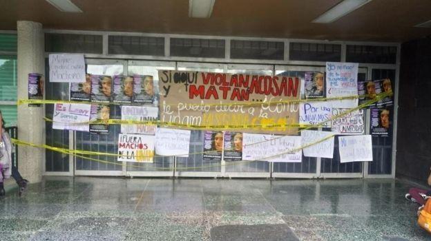 Alumnas de la UNAM se manifiestan contra el acoso y abuso sexual