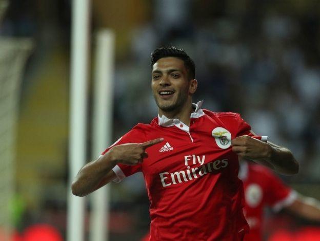 Jiménez pone gol del Benfica ante el Feirense de Briseño