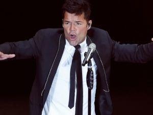 Ricky Martin sufre dolorosa lesión en el escenario