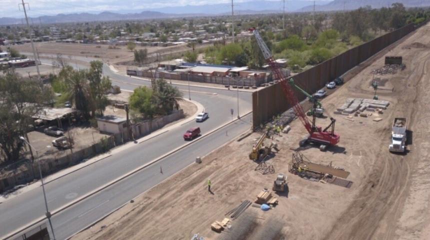 Resultado de imagen para En imágenes: Inició la construcción del muro entre EEUU y México